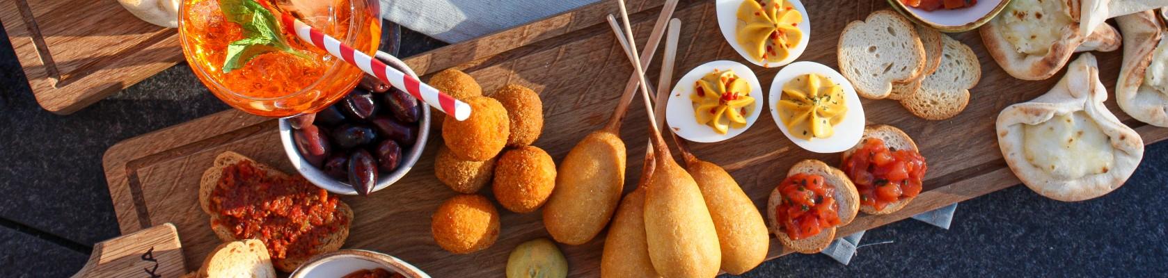 Borrelplank corndog borrelgemak aperitivo's Van Tol