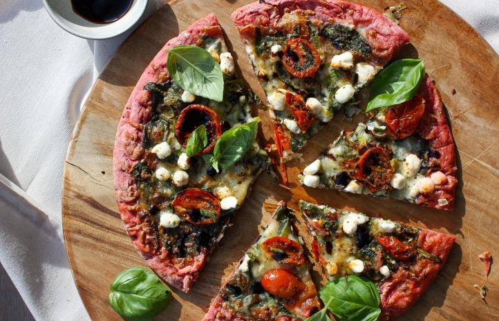 Groente pizza bodem Van Tol, rode biet, bloemkool, basiclium